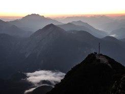Wolken ziehen über den Kesselberg
