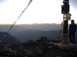 Das Schauspiel beginnt - Gipfelkreuz