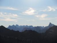 Neuland --> weiß jemand wie der spitze Berg rechts heißt?