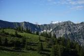 Links Kaltwasserkarspitze, rechts Birkarspitze und Ödkarspitzen über dem obersten Schlauchkar.