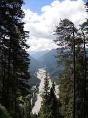 Blick voim Rißsattel auf das Kiesbett des Rißbachs