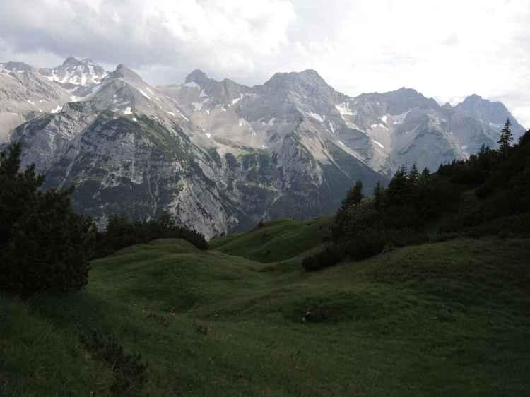 Blick vom Bäralpl auf das Zentralkarwendel mit Neunerkar, Marxenkar, Seekarspitzen und Breitgrieskarspitze.