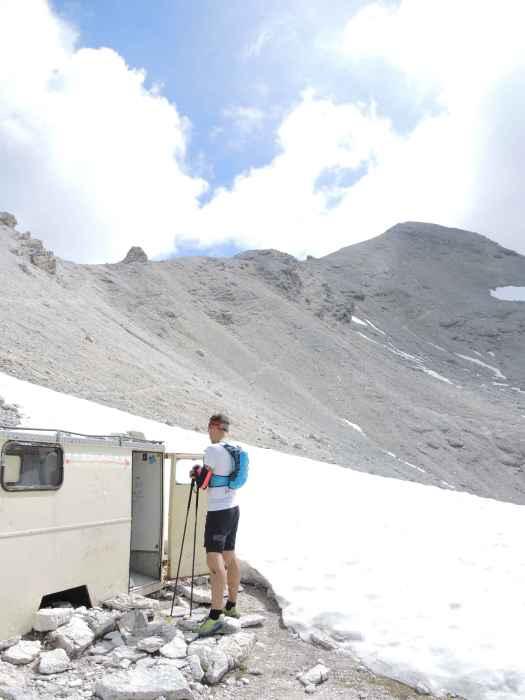 Breitgrieskarscharten-Biwak: Ein alter Koffer der Bergwacht Lenggries.