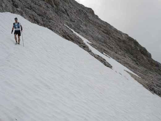 Querung ins Hinterkar - noch viel Schnee, aber gut umgehbar.