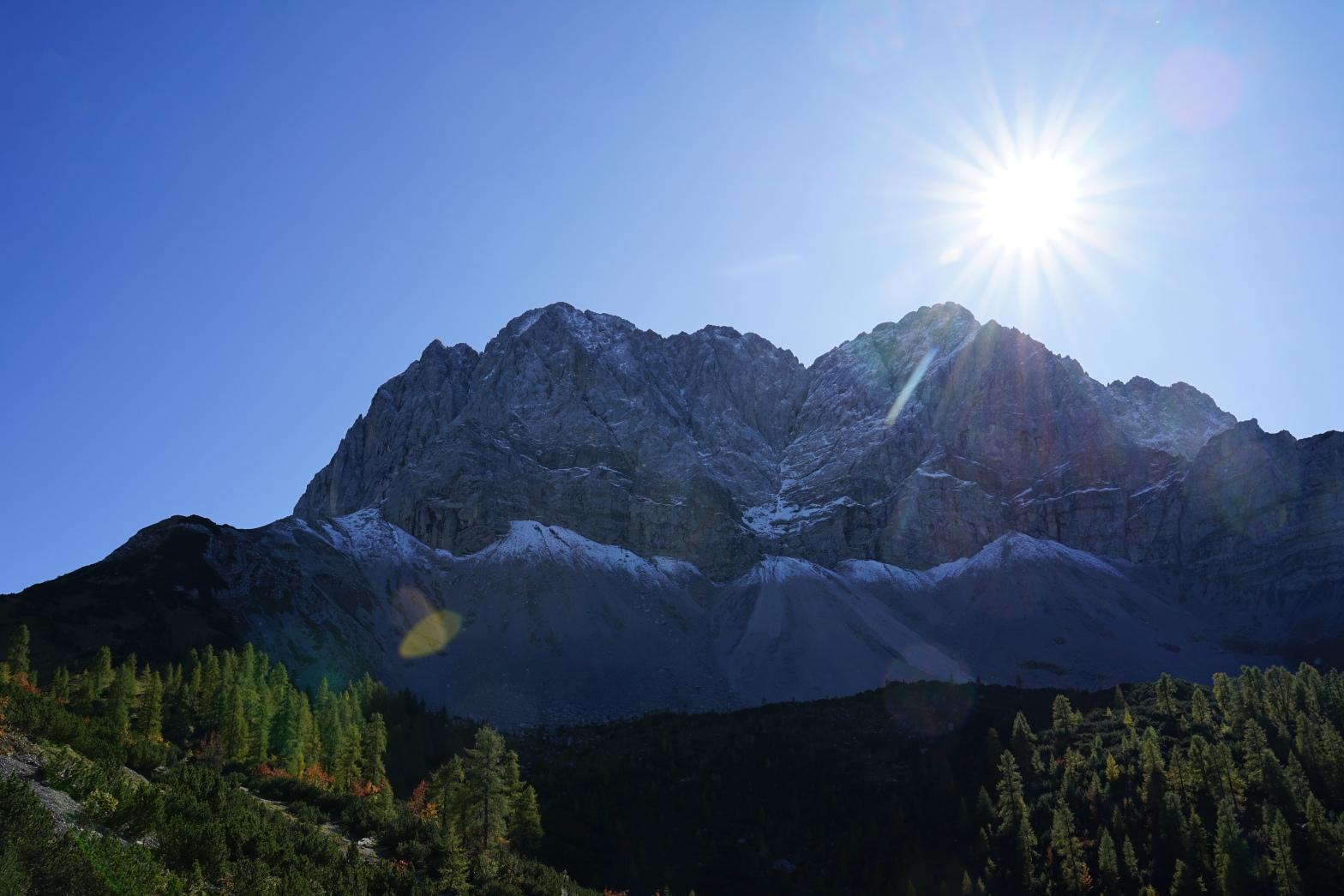 Sonne über der Lamsenjoch- und Schafkarspitze
